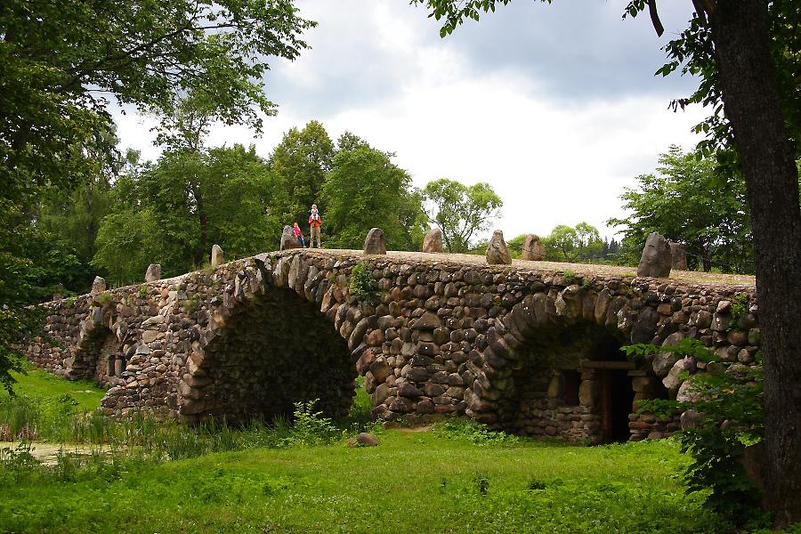каменный валунный мост фотографии