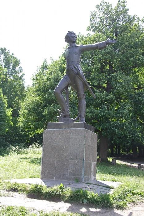 памятник императору Петру I Переславль-Залесский фотографии