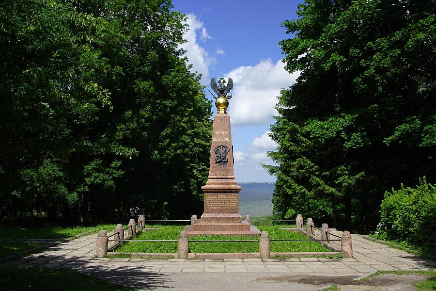 обелиск императору Петру I Переславль-Залесский фотографии