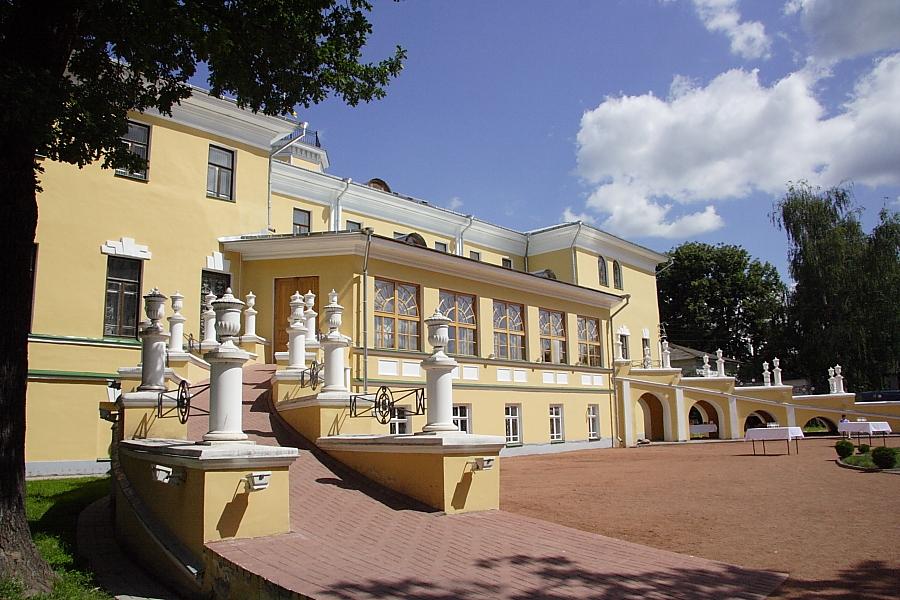 Губернаторский дом и сад в Ярославле фотографии