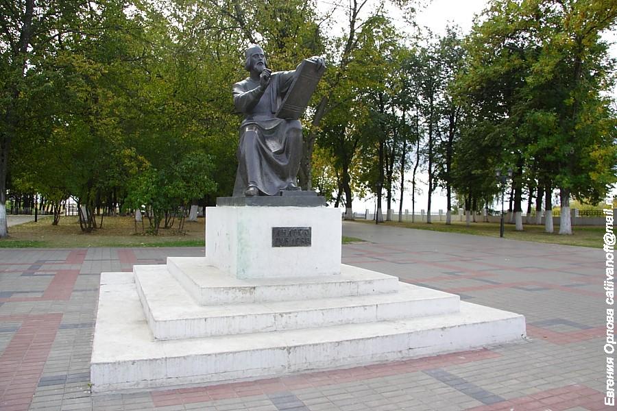 Памятник Андрею Рублеву во Владимире фото