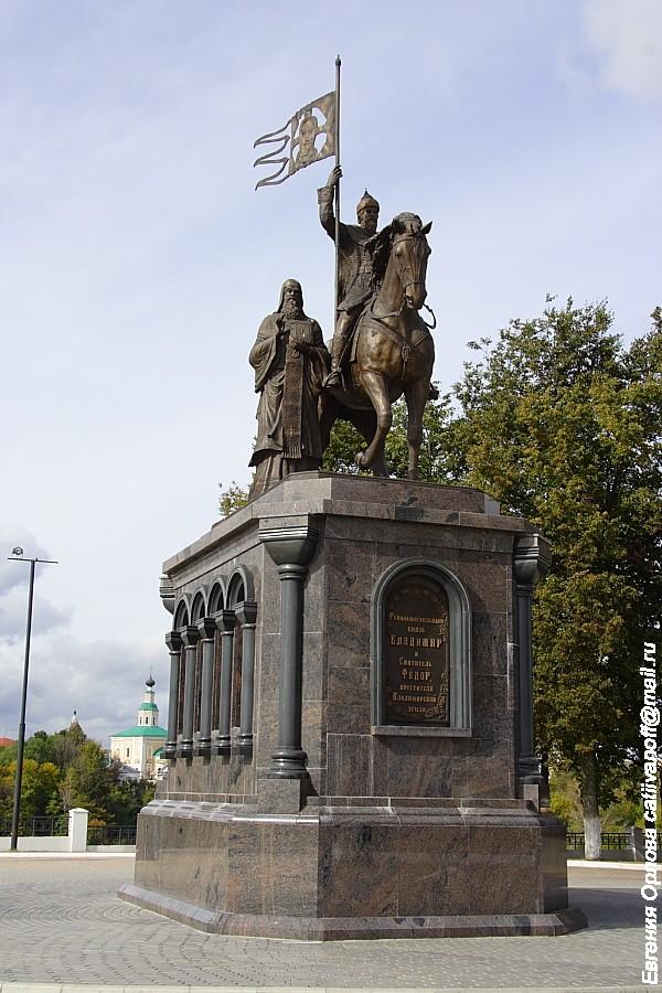 Памятник князю Владимиру Красное Солнышко во Владимире фото