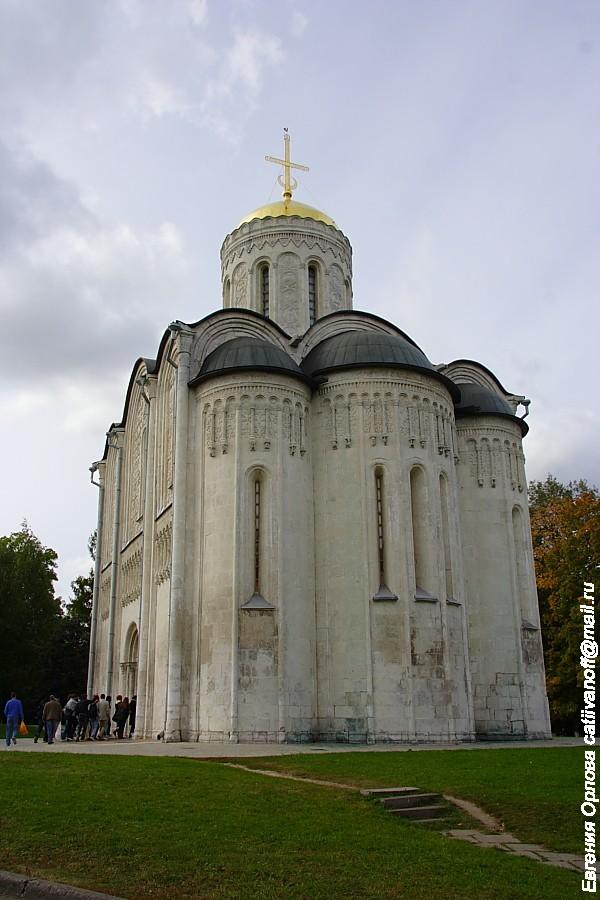 Дмитриевский собор во Владимире фото