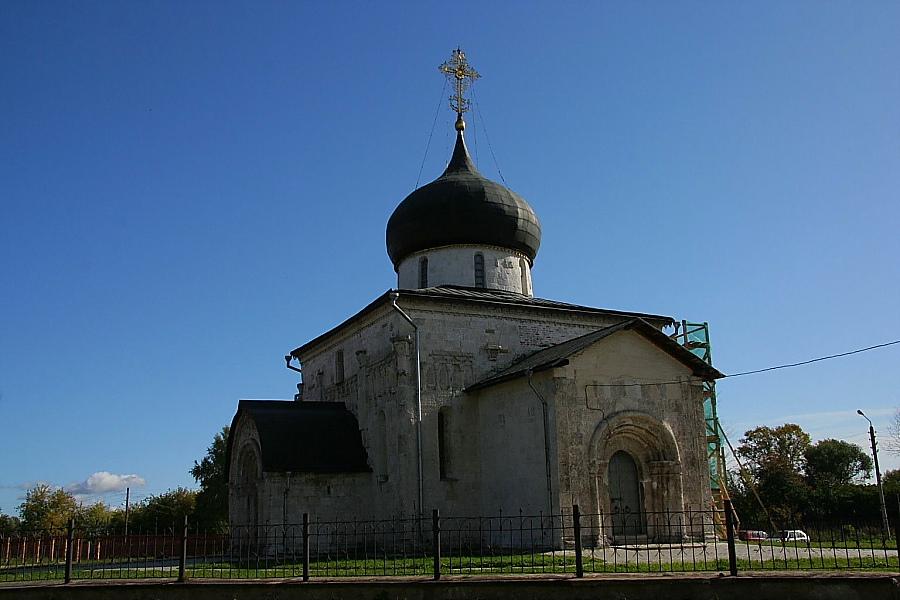 Первые белокаменные храмы на Руси