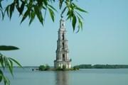Затопленная колокольня в Калязине может рухнуть