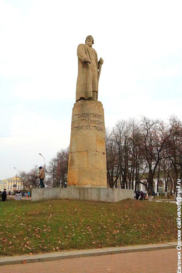 Памятник Ивану Сусанину фотографии