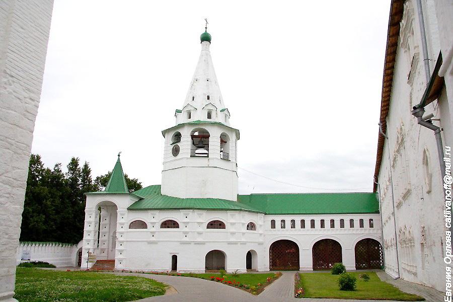 Колокольня в Кремле в Суздале фотографии