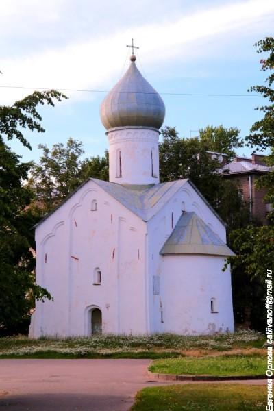 Церковь Двенадцати Апостолов на Пропастех